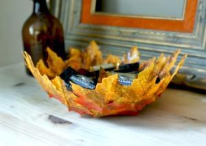 Tálka színes őszi falevélből és lufiból dekupázs technikával - Készítsetek  csodaszép őszi dekorációt a gyerekkel közösen 791681b336